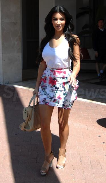 lovebbags.com  Kim Kardashian carrying Balenciaga Sahara City 0c45cf1994982