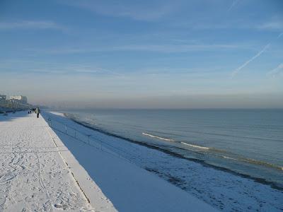 digue et plage de dunkerque sous la neige par pierre-yves gires