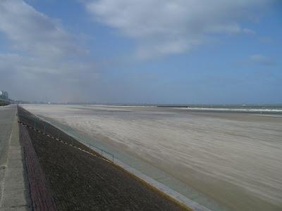 Dunkerque digue plage a marée basse par pierre-yves gires