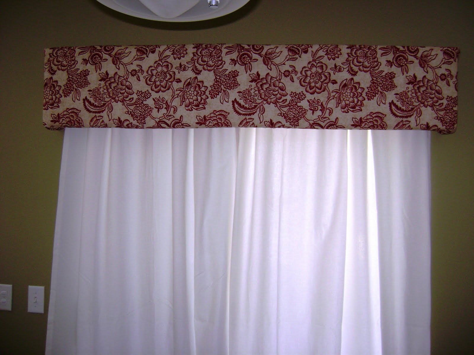 Hanging On By A Thread: Super Easy Window Cornice