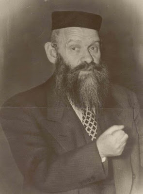 1e0051dcb45 Rav Shraga Feivel Mendlowitz was born in the town of Willig in Hungary in  1886 into a family of G-d-fearing Sanzer chassidim. At a young age -- when  he was ...