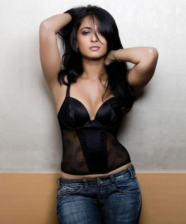 Anushka Shetty Very Hot Photos