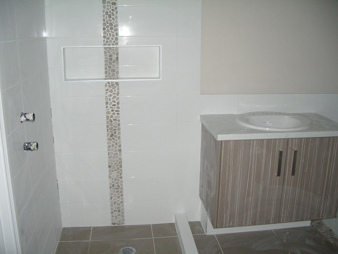 White Feature Tiles Bathroom : New Purple White Feature ...