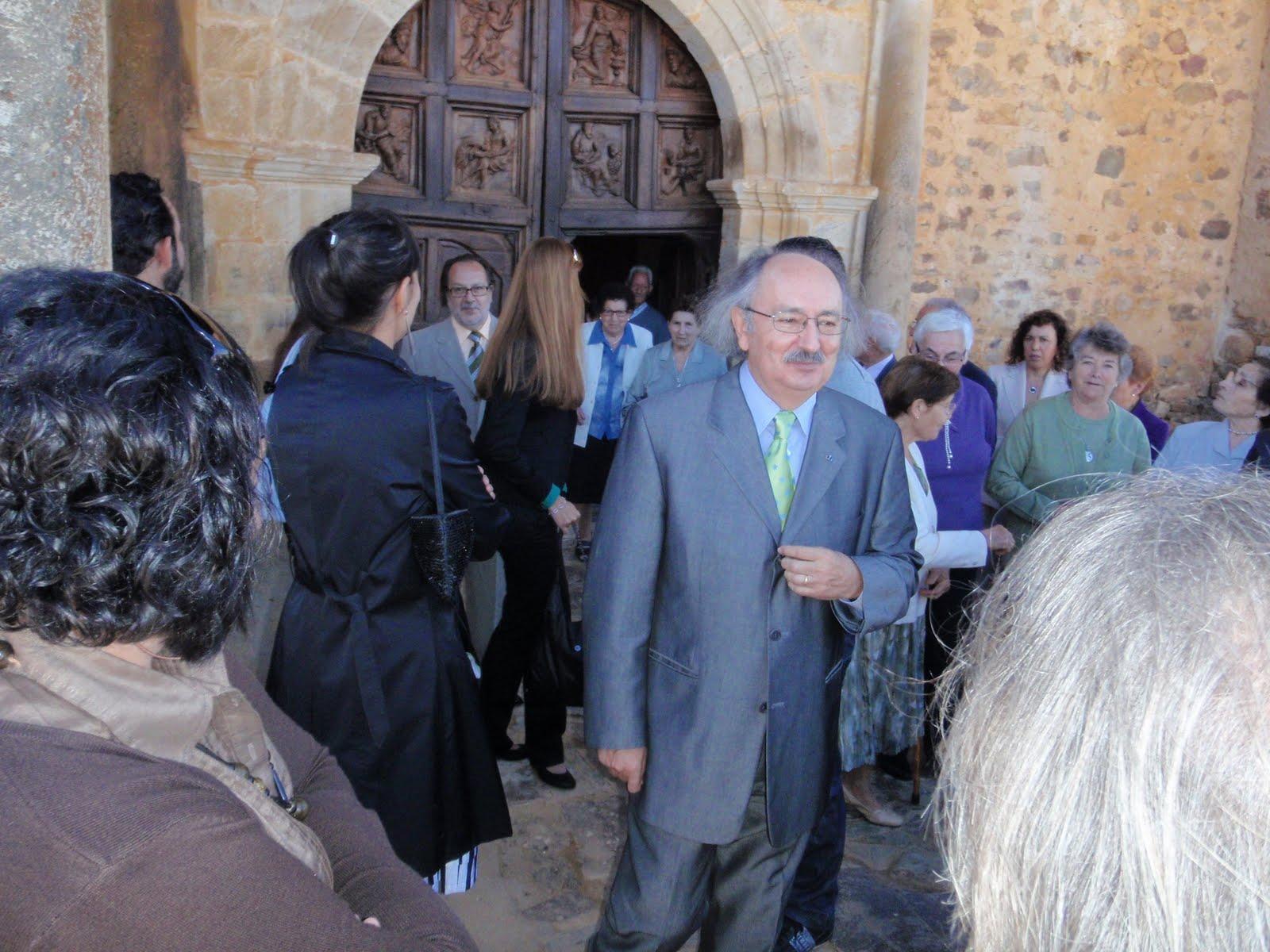 La Bañeza Hoy: El escritor bañezano Antonio Colinas Lobato recibió ...