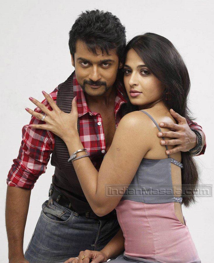 Anushka Looks Hot In Tamil Film Singam