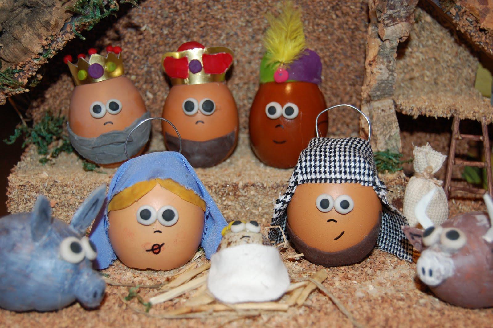 Nacimiento hecho con huevos