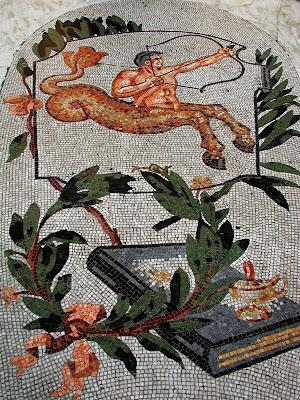Mosaici dello zodiaco sul pavimento della Galleria Umberto I di Napoli - sagittario