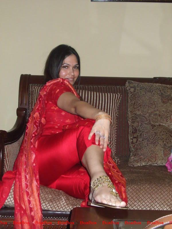 Desi Legs 70
