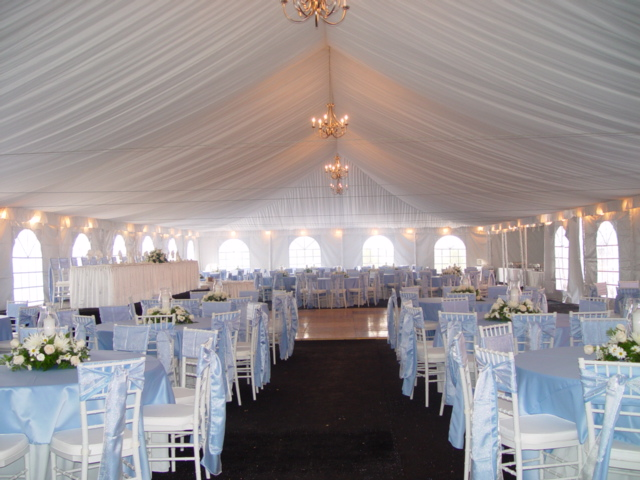 Merry Brides: How To Choose An Outdoor Wedding Tent Size