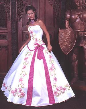 5b38c3d0f Para la celebración del XV cumpleaños hay chicas que buscan vestidos  originales