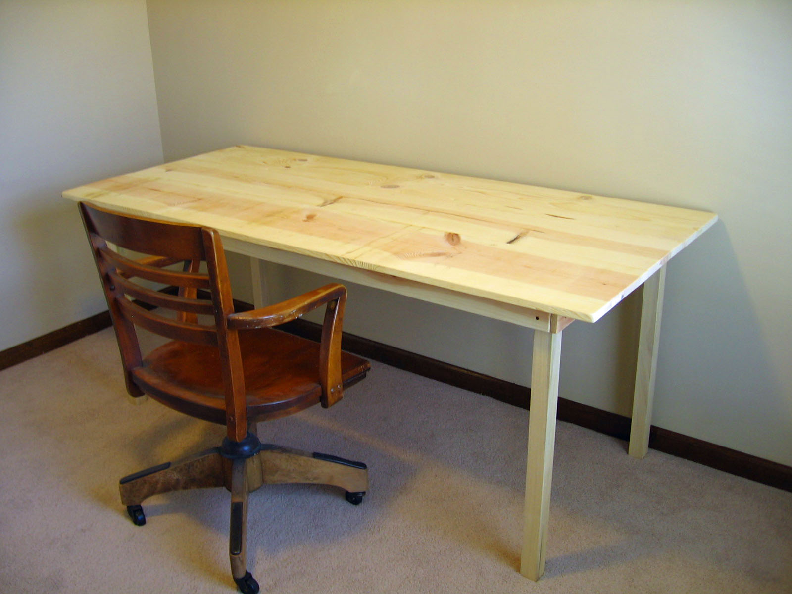 Por 225 List Simple Desk