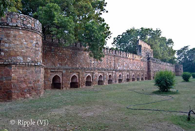 Posted by Ripple (VJ) : A visit to Lodhi Garden, Delhi, INDIA :: Boundary around The tomb of Mohammed Shah @ Lodhi Garden
