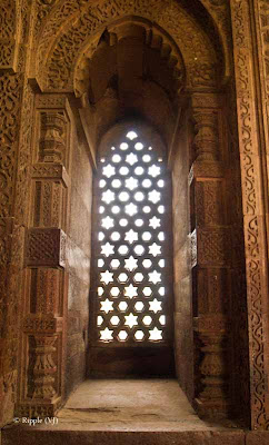 Posted by Ripple (VJ) : A Foggy Day @ qutub Minar, Delhi : Light coming inside through window.. (Front View)