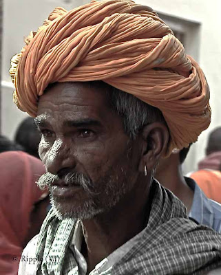Posted by Ripple (VJ) : Padharo Mhare Desh : Rajasthan, INDIA : I am not sure whether the size of the pagdi has something to do with the frown...