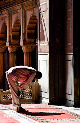 Posted by Ripple (VJ) : Delhi 6 - Jama Masjid : A Devotee Engrossed in Prayers