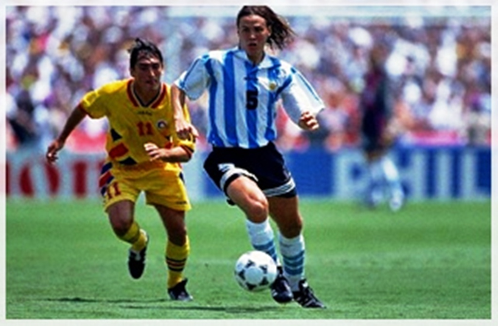 Maradona comemora seu único gol na copa (Fonte  Etoday) a28421cf39031