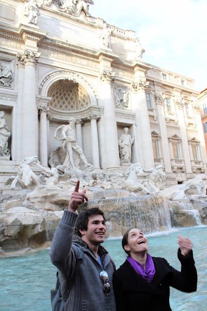 Lancio della monetina alla Fontana di Trevi-Roma