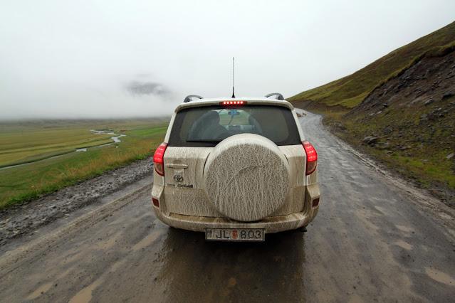 Strada fangosa in Islanda
