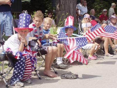 http://3.bp.blogspot.com/_YFbXKOW1NoQ/SG2VS16cUGI/AAAAAAAABVM/ORJQ2l6Pu8A/s400/fourth+of+july+parade+sitters.jpg
