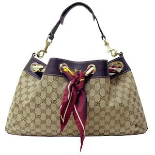 En Lujo accesible venden bolsos de marcas como Valentino y Fendi por  precios a partir de los 400€. También dan la posibilidad de alquilar por  unos días. 5fa47a70e4a