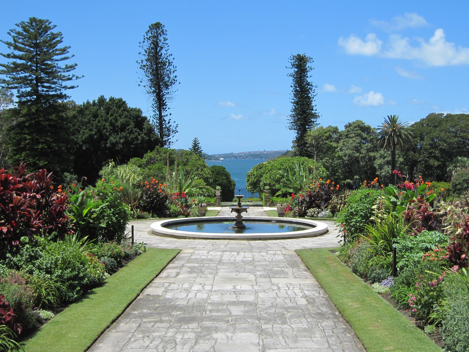 Sydney - City and Suburbs: Government House, garden