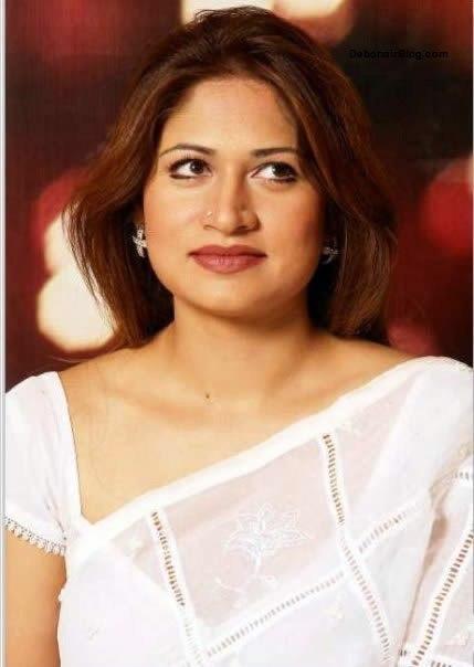 South Indian Cinema Actress: Mallu Aunty In White Saree