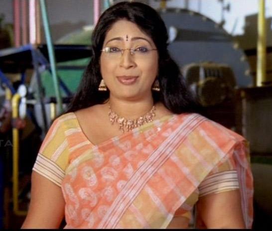 Film Actress Photos: TV Anchor Lakshmi Nair Hot In Saree