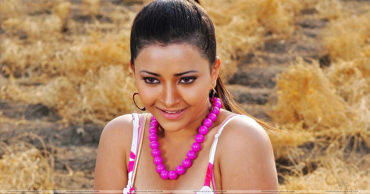 Masala Figures: shweta basu prasad flaunting sweet cleavage