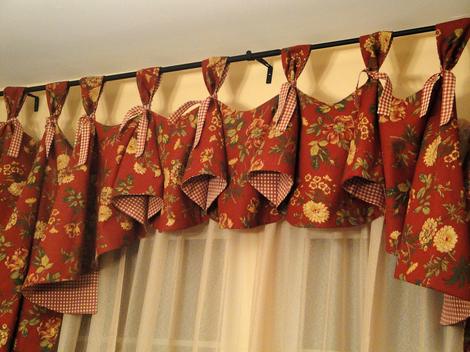 dining room valance | So Many Memories: New Dining Room Curtains