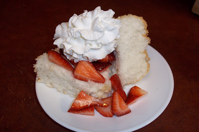 strawberry shortcake with angel food cake the daily smash food cake strawberry shortcake 7774