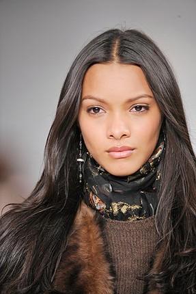 O ano foi mesmo de diversidade na moda - e Léa T. deu o que falar ao ser  escalada para estrelar uma campanha da Givenchy, sendo a primeira modelo ... 322d67f753
