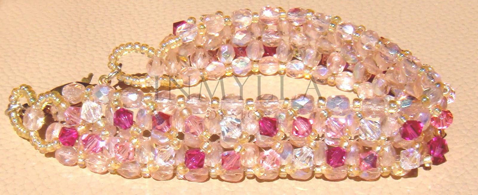 34ab5e08be92 Realizada con cristales de Swarovski con una base de cristal checo  facetado. Cierre con piedras incrustadas o tipo mosquetón de plata.