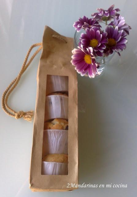 empaquetado de los muffins con perlas de chocolate