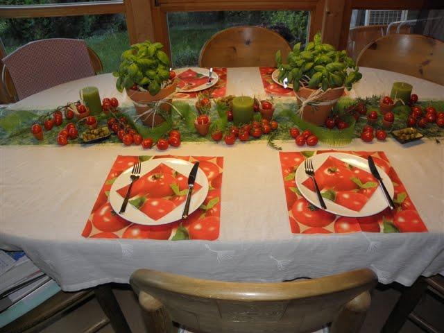 tischdeko alles andere als gew hnlich mediterrane deko mit tomaten und kr utern. Black Bedroom Furniture Sets. Home Design Ideas