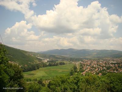 Панорамна снимка на град Земен