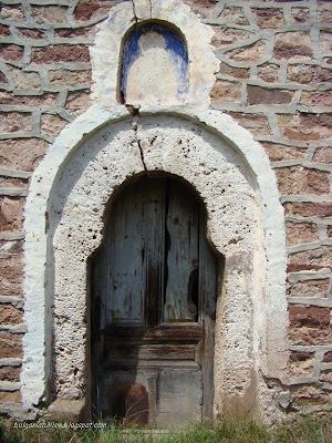 Входна врата на Свети Никола Летни, село Бегуновци