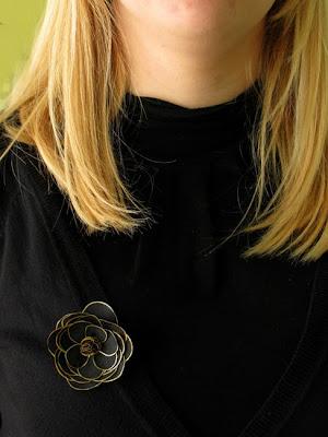 Black rose with golden contour, silk painting, silk flower / juoda rožė auksiniu kontūru, tapyba ant šilko, šilko gėlė