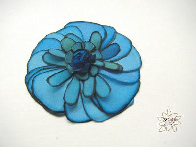 žydra gėlė juodu kontūru, šilko tapyba, šilko gėlė / azure flower with black contour, flower from hand painted silk