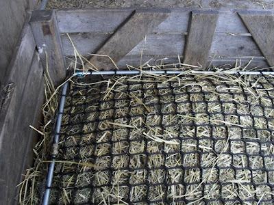 homemade outdoor hay feeder page 5. Black Bedroom Furniture Sets. Home Design Ideas