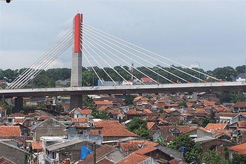melewati jembatan layang pasupati