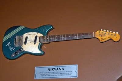 kurt cobain 39 s guitars now two mustangs hard rock not kurts. Black Bedroom Furniture Sets. Home Design Ideas