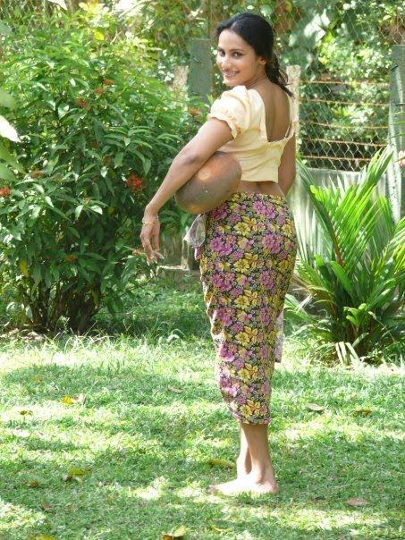 Sinhala movie hot aunty boobs press and suck - 1 2