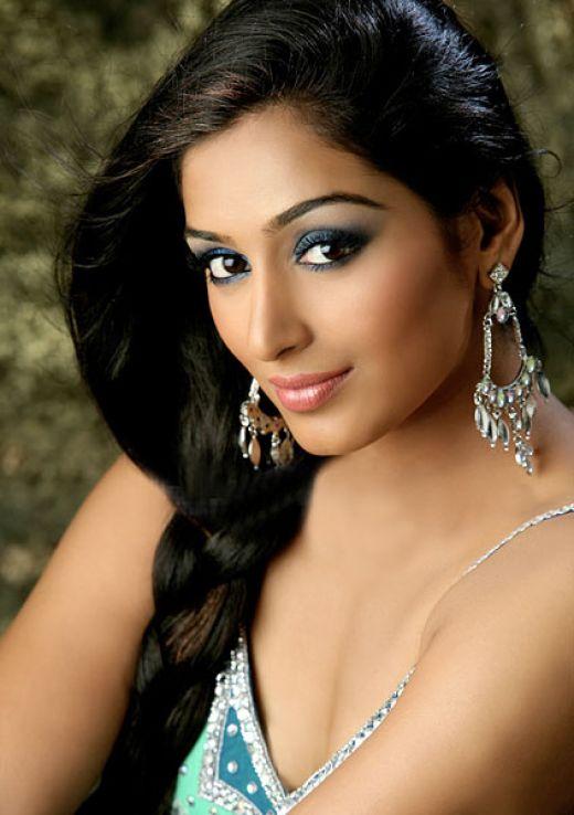 padmapriya hot in surya film awards - photo #36