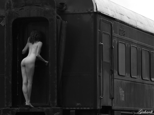 train-nude-men