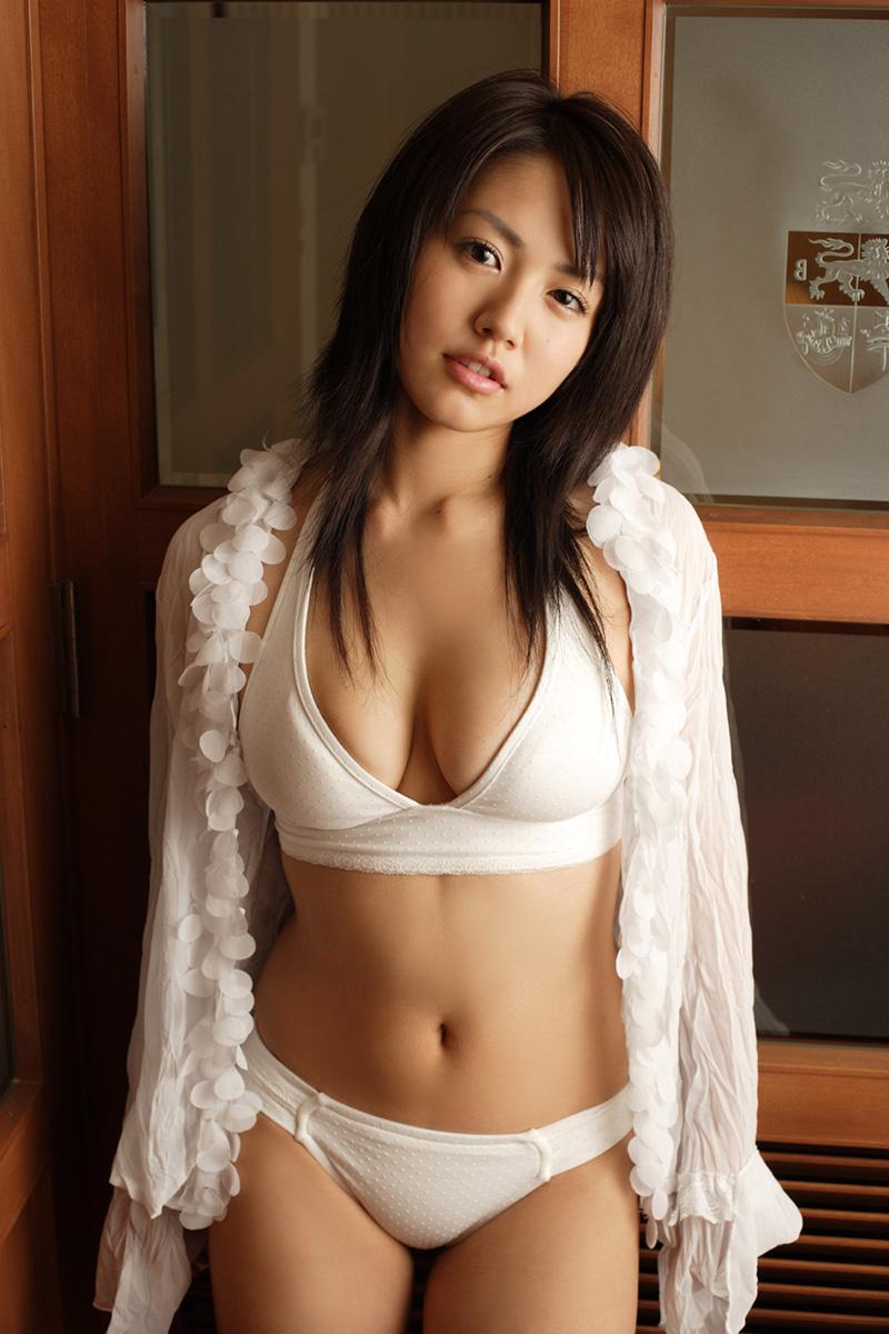 Anushka sharma super hot boob cleavage bikini 8