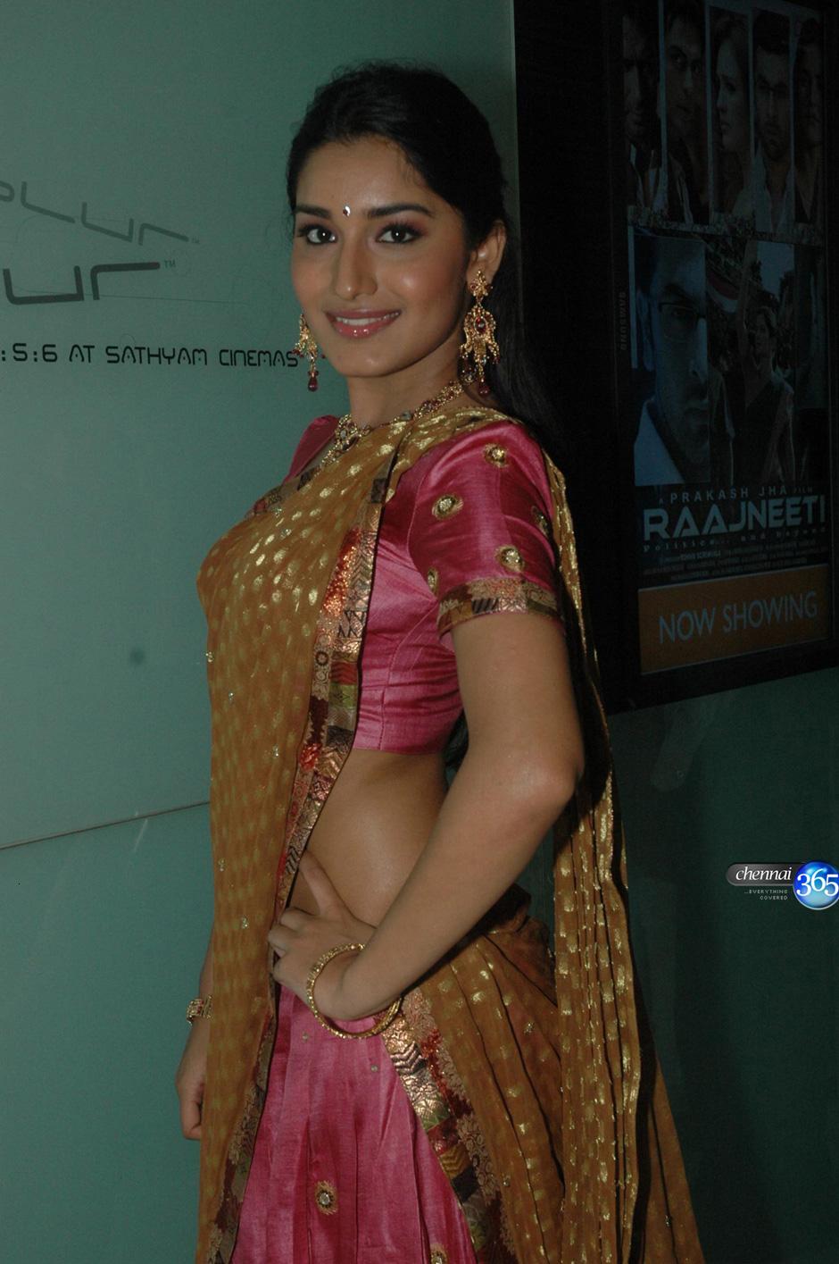 Wallpaper World Beautiful Indian Girl In Pink Saree-8744