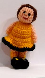 pequeña muñeca amigurumi aanekka handmade