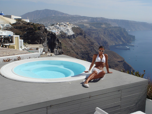 Santorini white looks and hotels