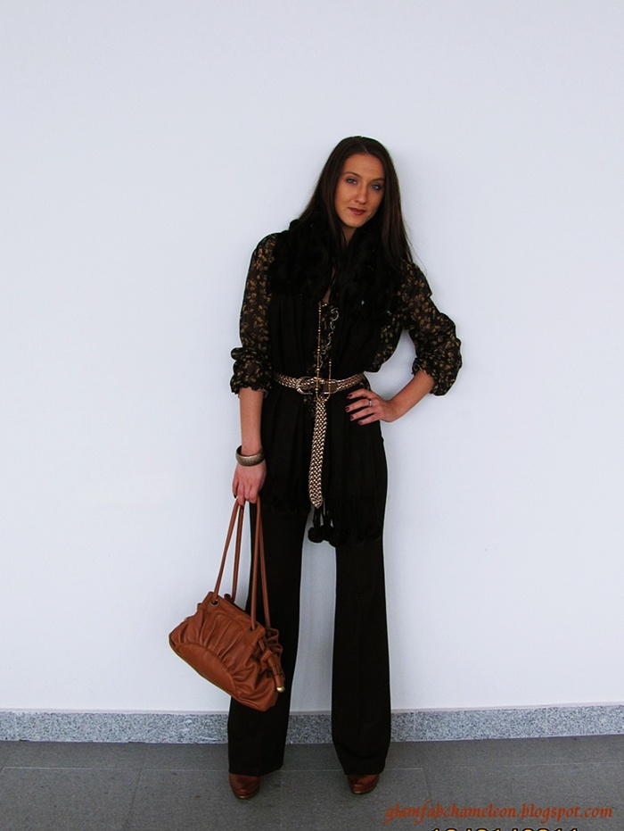 total black elegant outfit for a day and work