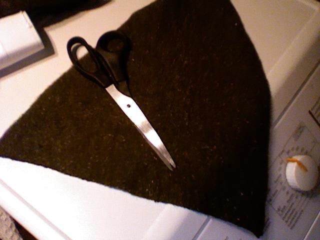 Tagliare due triangoli isosceli come quello in figura nella stoffa (sì 458c3112c137